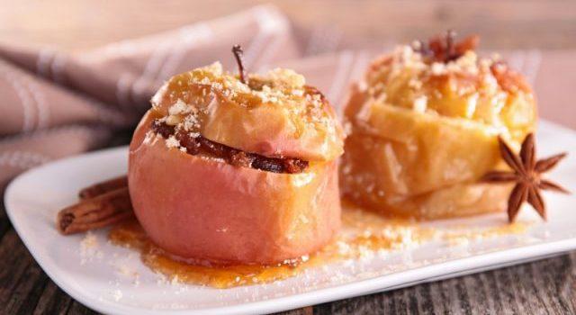 Topao i sočan desert: Pečene jabuke sa karamel prelivom (VIDEO)
